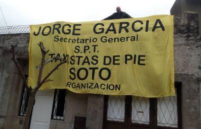 Tras la salida de Viviani, comienza la etapa de García al frente de los Peones de Taxi con un bocinazo