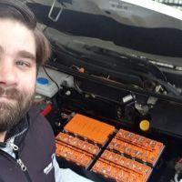 Un vecino de La Plata fabricó su propio auto eléctrico a mitad del precio de mercado