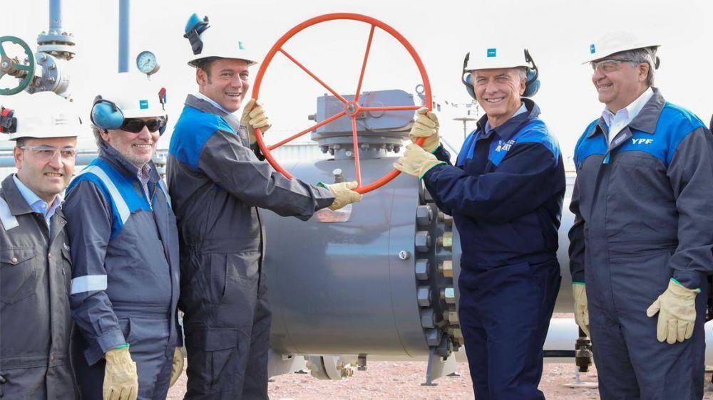 Petroleros piden a YPF que, antes de ajustar, le cobre al Estado lo que le debe desde la gestión macrista