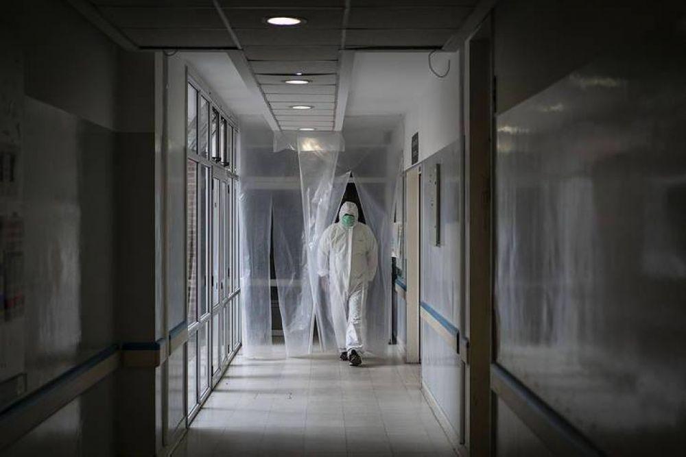 """Advierten que el """"cuello de botella"""" del sistema de salud no son las camas ni respiradores sino el personal médico"""