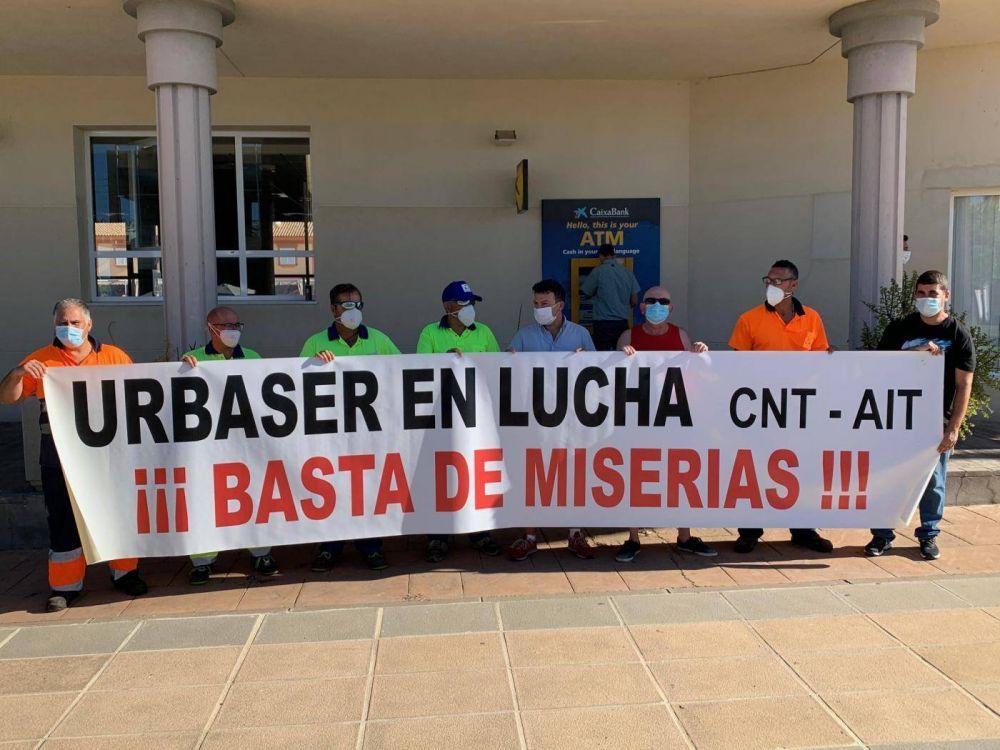 Primera concentración de los empleados de Urbaser en Costa Ballena
