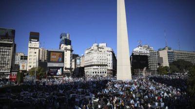 Miles de personas marcharon contra el gobierno en todo el país