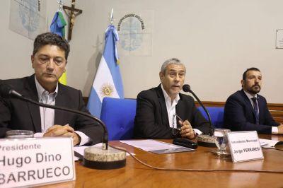 """Ferraresi recibió un """"cariño"""" de los docentes municipales tras el quinto mes sin cobrar"""