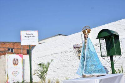 En el barrio Pio X donde antes había un basural ahora hay una glorieta de la Virgen