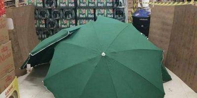 Trabajador murió en un Carrefour y lo taparon para no cerrar el supermercado