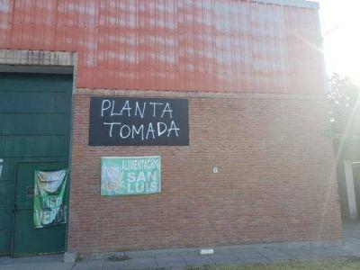 San Luis: Por falta de pago, tomaron la fábrica de golosinas Renomé