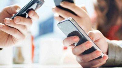 Boletín Oficial: qué establece el DNU que declara servicios públicos a la telefonía, la internet y la TV paga