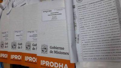 IPRODHA entregó títulos de propiedad en San José y Apóstoles