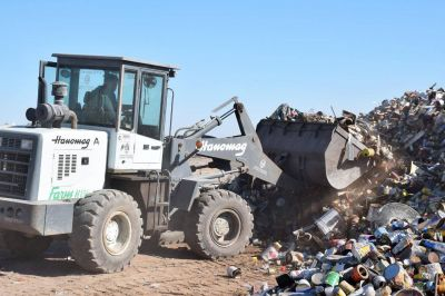 Venta de hojalata en la planta de reciclado