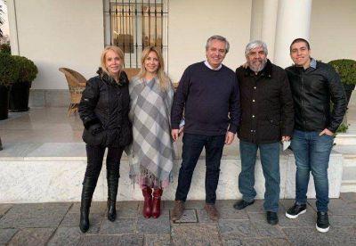 Cuestionamiento médico y denuncia contra Fernández y Moyano por la foto sin barbijos ni distancia social