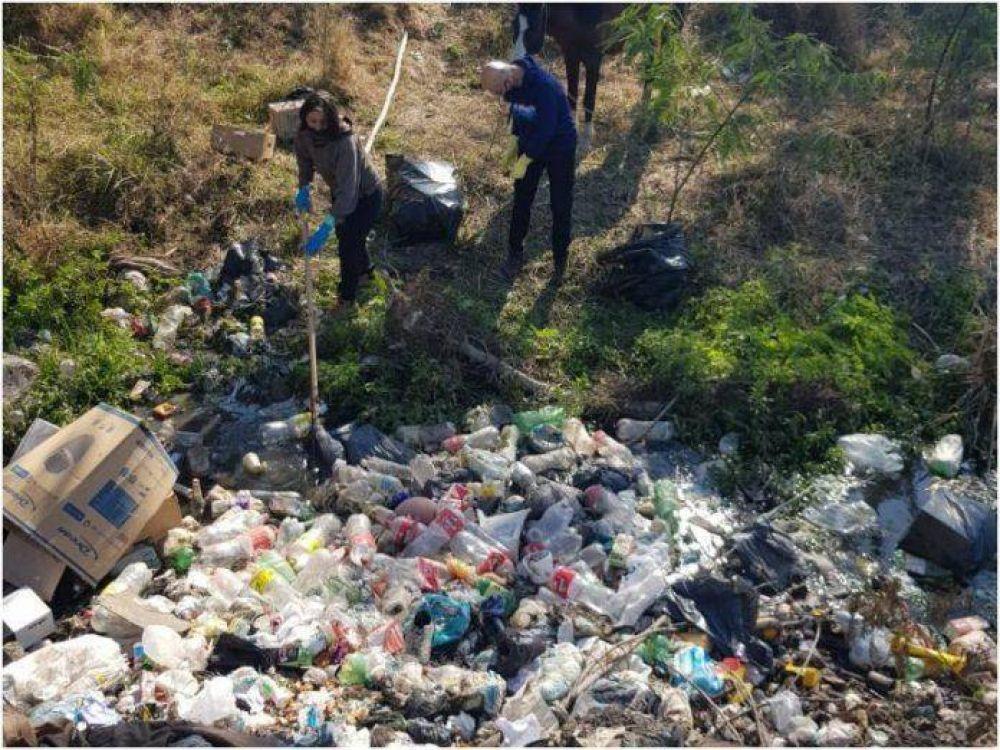 Voluntarios Ambientales: este lunes se retiraron 15 camiones de basura del Arroyo Ojeda