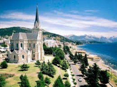 El clero de Bariloche pide el retorno de las misas con fieles y advierte sobre