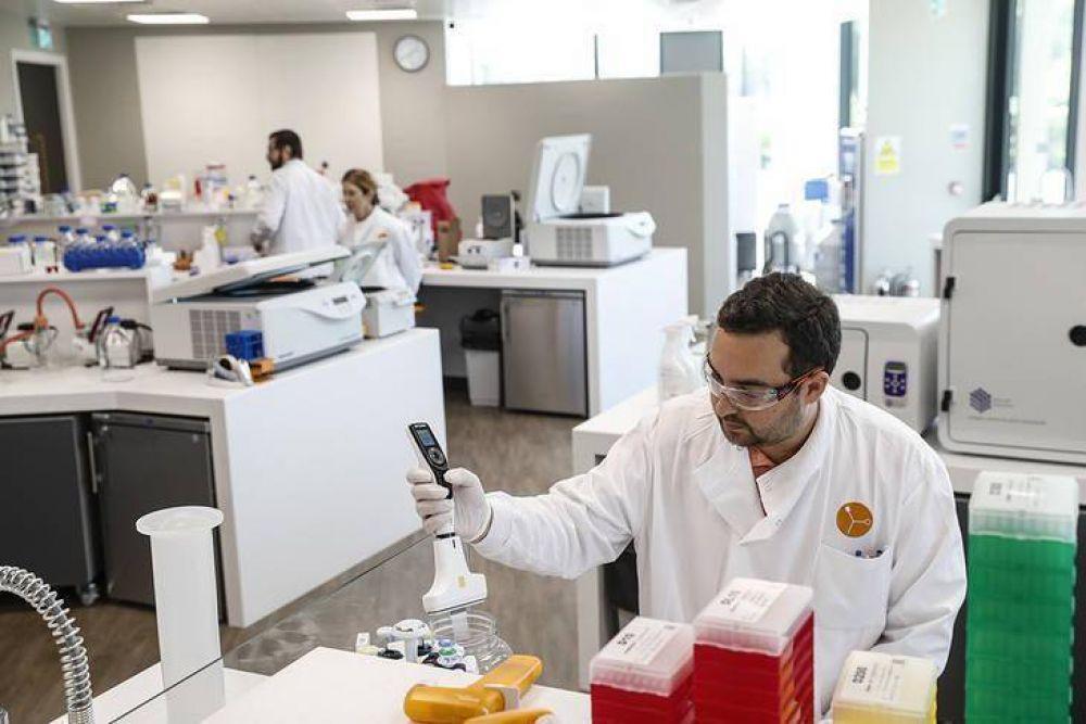 Seis vacunas en Fase III y tres estrategias científicas para doblegar al virus