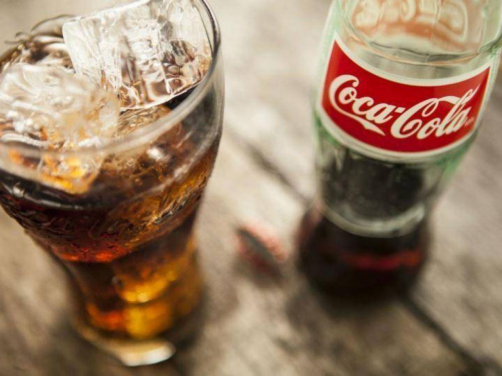 Coca-Cola ampara contra el nuevo etiquetado de advertencia en azúcar