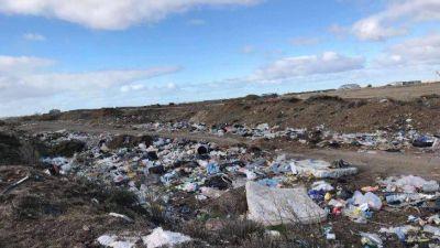 Vecinos de Río Gallegos se organizaron para limpiar un basural