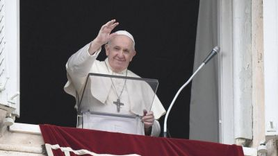 """Ángelus. Francisco: Jesús considera """"escándalo"""" el huir de la cruz"""