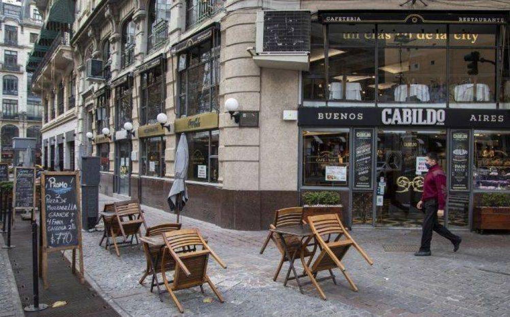 Giusti dijo que solo podrán tener mesas en la calle los que ya estaban habilitados