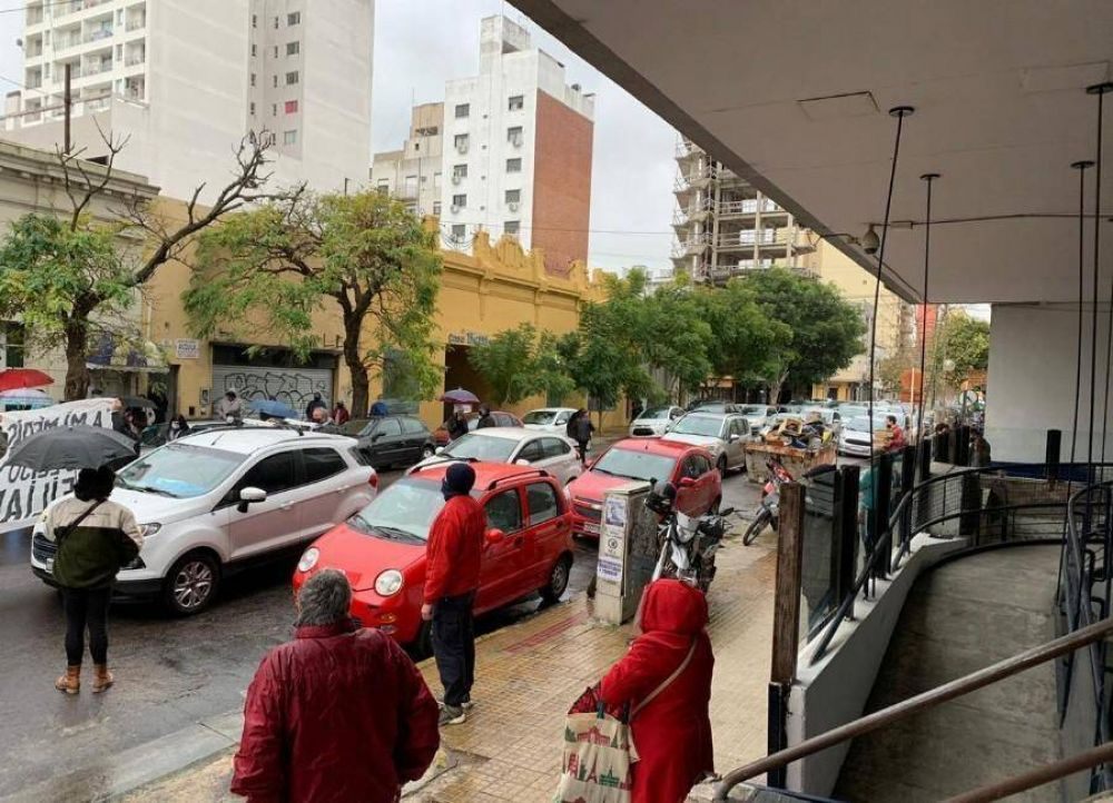 IOMA: afiliados se manifestaron ante la obra social y denuncian que son rehenes del conflicto con la AMP