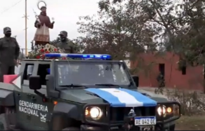 Salta: Denunciaron a un obispo por organizar una procesión por la calle