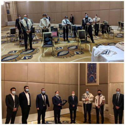 La delegación israelí se une a la Comunidad Judía de Emiratos para el servicio histórico de oración en Abu Dhabi
