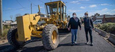 Montenegro supervisó trabajos de asfalto de calles en Batán