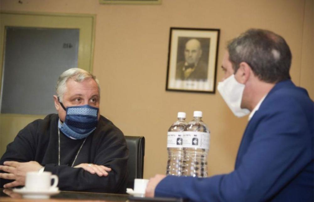 El arzobispo acusó al gobernador de