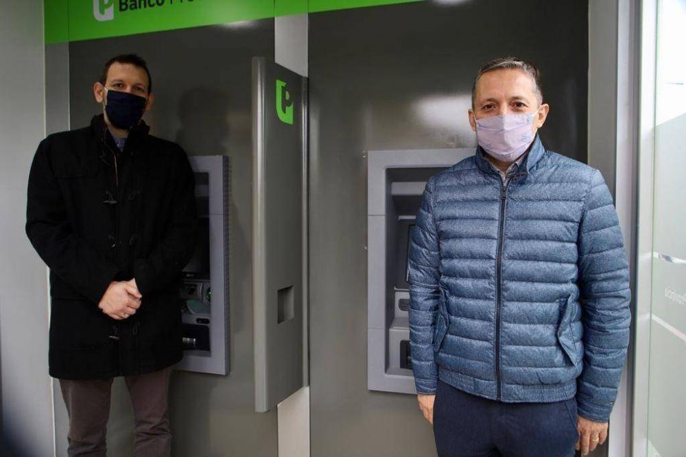 Fernando Gray y el presidente del Banco Provincia inauguraron cajeros automáticos