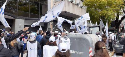 Sola le prohibió el ingreso a Méndez y escala el conflicto en el Sindicato del Seguro