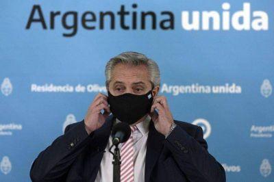Alberto Fernández juega a la grieta: endurece el discurso, pero debilita sus posiciones hasta en la interna