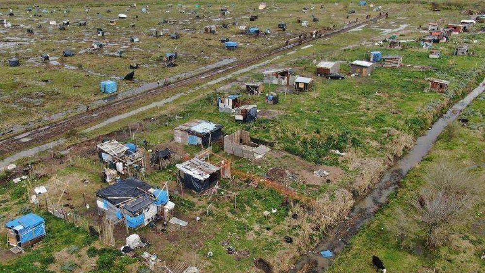 La toma de tierras inquieta a los intendentes y los gobiernos nacional y bonaerense evaluarán qué estrategia tomar