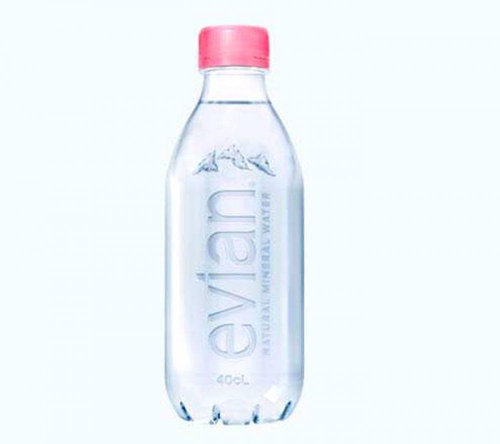 Una empresa de agua mineral lanzó una nueva botella sin etiquetas y 100% reciclable