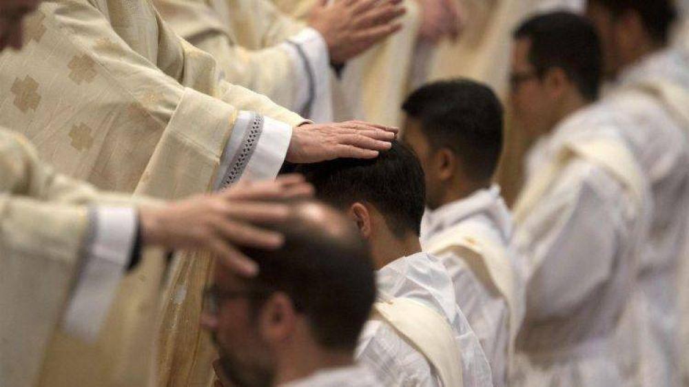 """29 nuevos sacerdotes. Parolín: """"Ser pastor es asumir el estilo de vida de Jesús"""""""