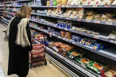 Kulfas analiza conceder aumentos puntuales a las alimenticias
