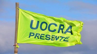En un clima de tensión, una caravana de la UOCRA marchó por las calles de La Plata durante la madrugada