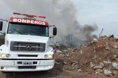 Bomberos intervinieron en 5 incendios de pastizales y basurales de la provincia de Santa Fe