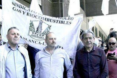 Alerta: Petroleros paralizan todas las refinerías de la provincia de Buenos Aires