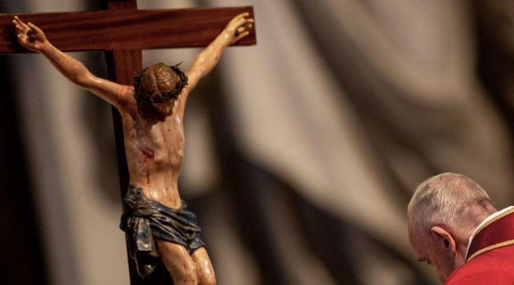 Papa Francisco: El Crucifijo es el gran libro del amor de Dios