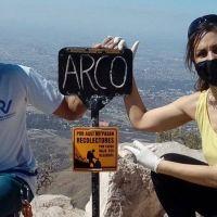 Fueron a limpiar el Cerro Arco y bajaron 12 bolsas de basura