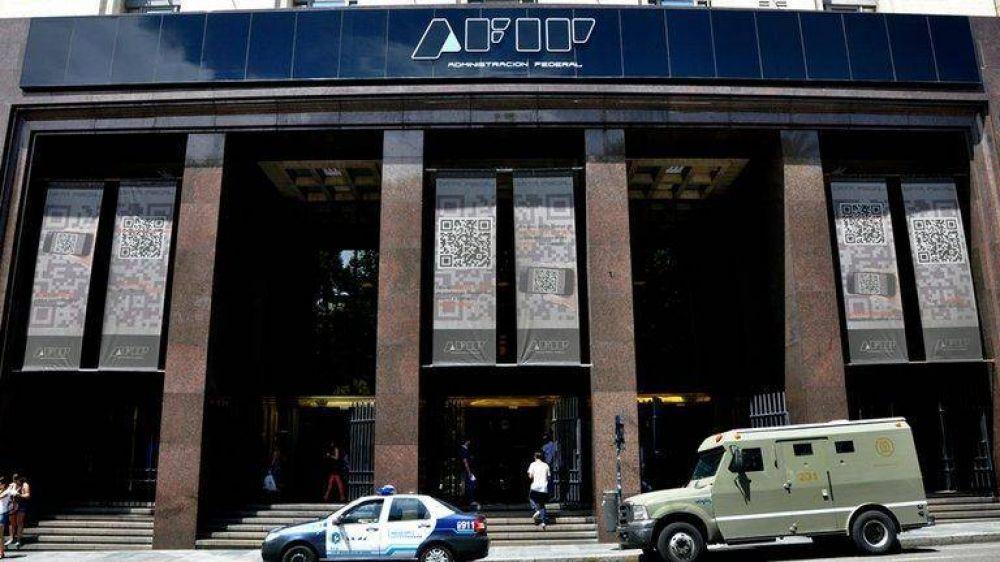Compras en dólares: qué dice la resolución de la AFIP que reglamentó la percepción del 35% a cuenta de Ganancias y Bienes Personales