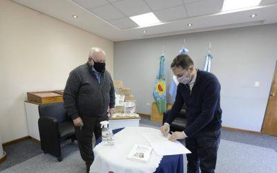 Fernando Gray y el doctor Romero firmaron un acuerdo de colaboración