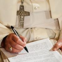 """Vaticano: Es """"absurdo"""" calificar de machista título de próxima encíclica"""
