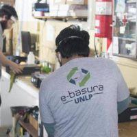 Reciclan aparatos informáticos para armar PC para los estudiantes de escasos recursos