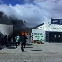 Otro bloqueo del sindicato de Moyano: prenden fuego en una empresa