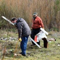 Lago Puelo: Se realizó la primera jornada de limpieza en la costa del río Azul