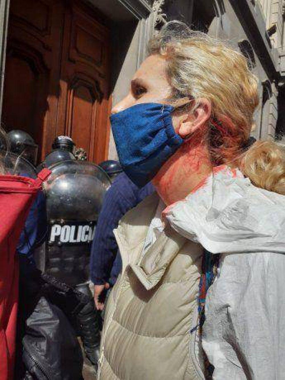 Enfermeros de la Ciudad fueron reprimidos por la Policía porteña en la puerta de la Legislatura