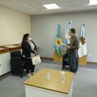 Fernando Gray entregó subsidios a vecinas y vecinos de Esteban Echeverría