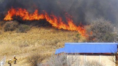 El incendio en el Aeropuerto comenzó por una quema de basura que se descontroló
