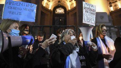 Con Blumberg, marchan con velas para respaldar a los jueces Bruglia, Bertuzzi y Castelli