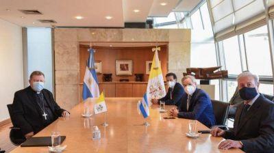 Quién es el nuevo embajador del Papa Francisco en la Argentina