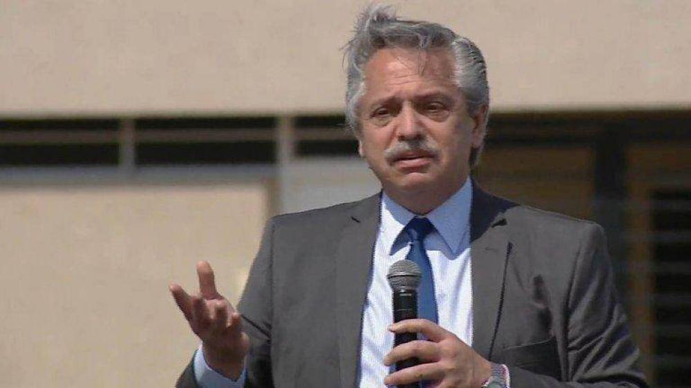 """Alberto Fernández apuntó contra los """"pícaros que tomaron deuda, compraron dólares y se los llevaron fuera del país"""""""